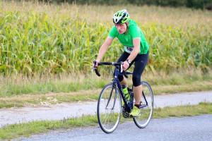 Henrik Jacobsen tordner afsted på den 18km lange cykelstrækning
