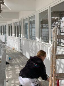 Aalborg-teams udfører maleropgaver på boliger i Østerbrogade i Nørresundby. Malerfirmaet Jeppesen udfører maleropgaver for entreprenør M. Thomsen Støtt A/S og Nørresundby Boligselskab.